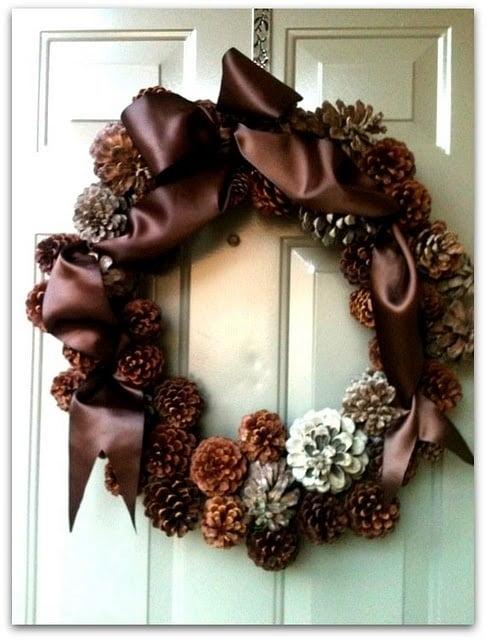 Новогодние венки на дверь своими руками фото